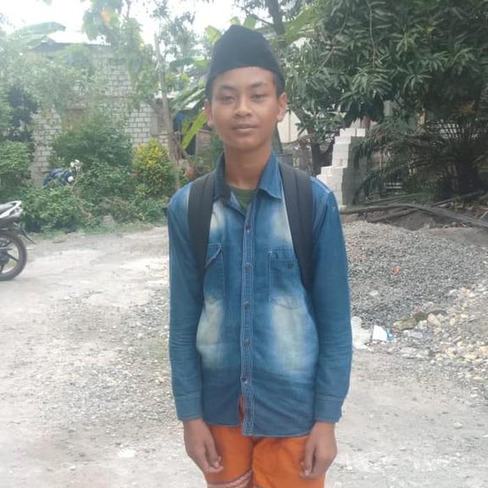 Dian (14) memiliki tekad yang besar untuk mencari ibunya di Banyuwangi. Ia mekat berangkat dari Cianjur, Jawa Barat berbekal Rp 300 ribu usai menjual handphone.