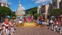 Sebelumnya, Disneyland Hong Kong kembali dibuka untuk umum dengan menerapkan sejumlah protokol kesehatan usai beberapa bulan ditutup imbas pandemi COVID-19.