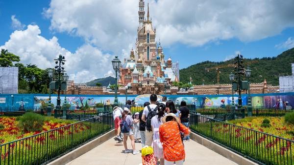 Kembali dibukanya taman hiburan tersebut disambut antusias oleh masyarakat.