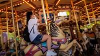Dengan menerapkan sejumlah protokol kesehatan secara ketat bagi para petugas maupun pengunjungnya, Disneyland Hong Kong kembali ditutup.