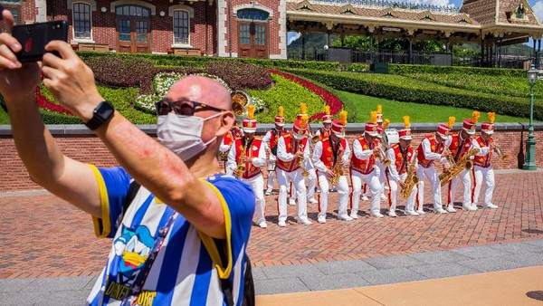 Disneyland Hong Kong pun kembali ditutup pada hari ini, Rabu (15/7/2020). Kebijakan itu diketahui diambil sebagai buntut dari meningkatnya jumlah penderita COVID-19 baru di Hong Kong sebanyak 52 kasus.