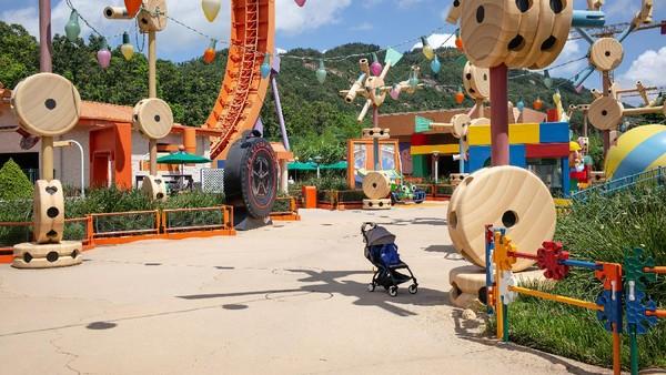 Disneyland Hong Kong yang kembali dibuka pada tanggal 18 Juni lalu kini kembali ditutup.