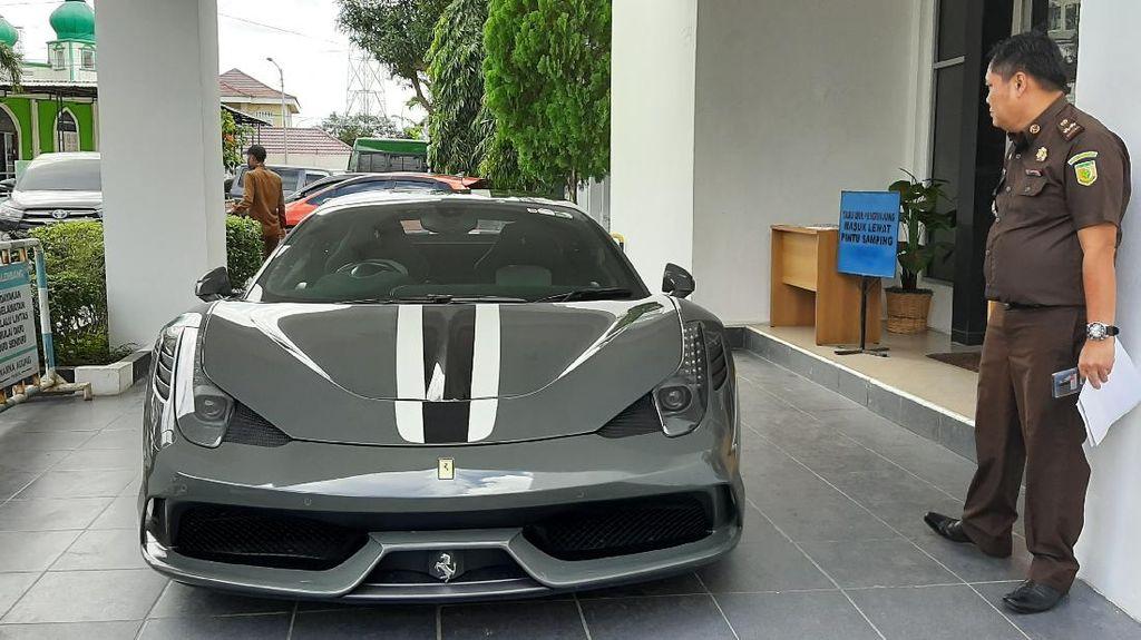Kejaksaan Palembang Lelang Ferrari Hasil Selundupan Rp 10 M, Berminat?