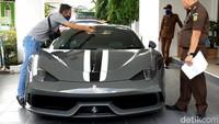 Banting Harga! Kejagung Lelang Mobil Ferrari Selundupan Rp 6,4 M