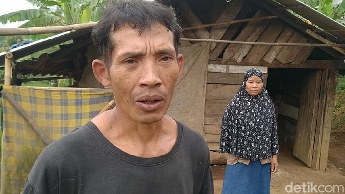 Keluarga Chorib 3 tahun ini tinggal di gubuk bekas kandang sapi