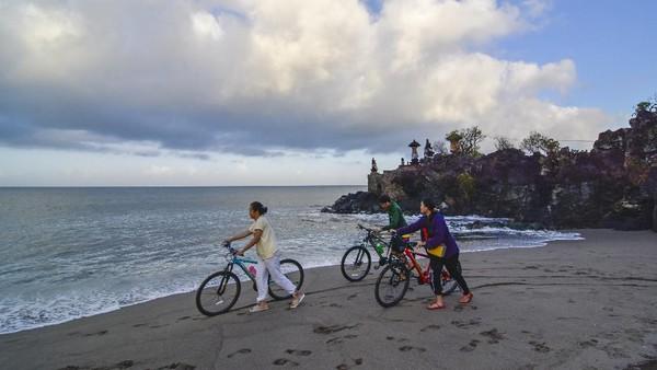 Hasil ini berdasarkan survei pembaca terkait aktivitas, pemandangan, atraksi alam, pantai, makanan, keramahtamahan serta evaluasi keseluruhan saat berlibur ke pulau di Asia.