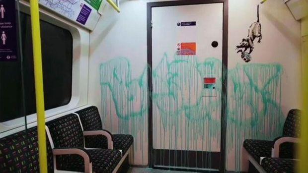 Mural Banksy di Kereta Bawah Tanah London