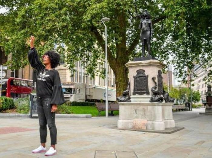 Patung Black Lives Matter