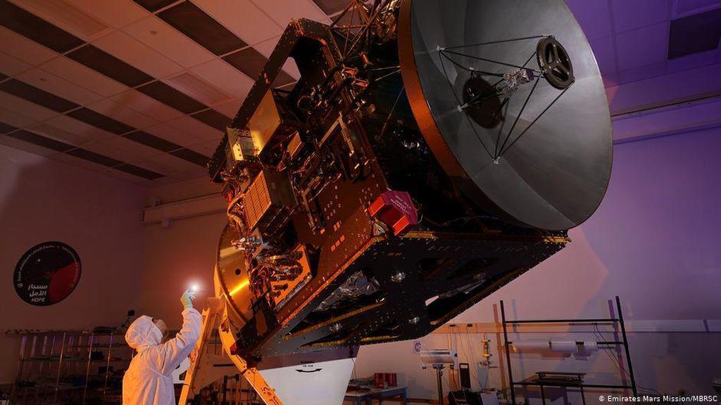 Peluncuran Misi Mars Arab yang Pertama Ditunda karena Cuaca Buruk
