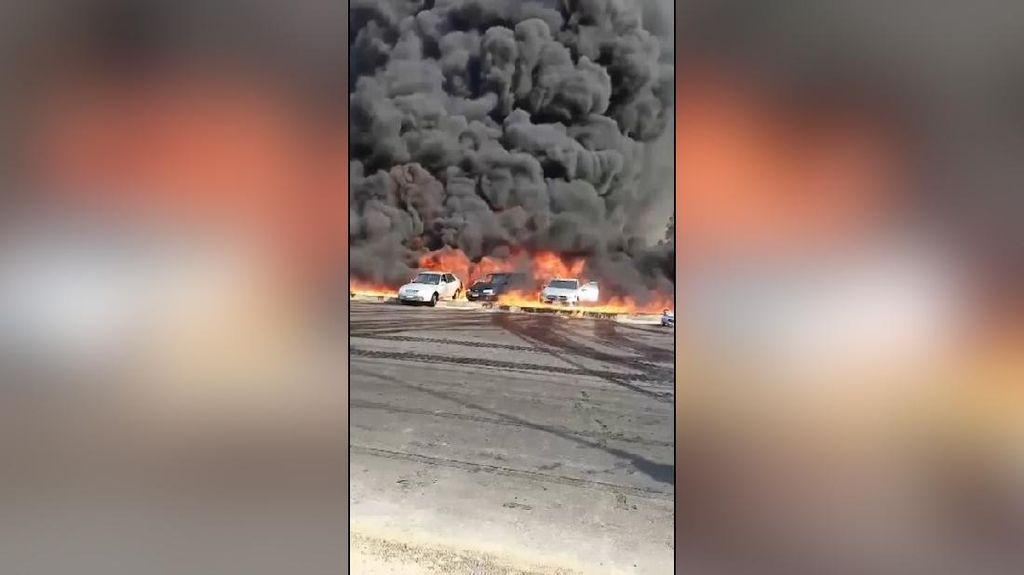 Video Kobaran Api Akibat Pipa Minyak Mentah Terbakar di Mesir