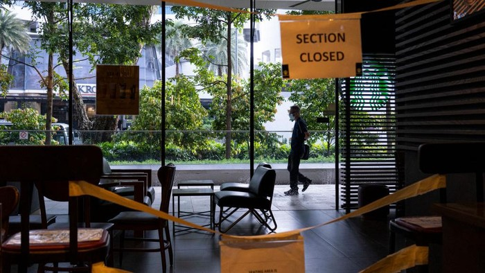 SINGAPORE, SINGAPORE - APRIL 25: General view of a seating area in a cafe that is cordoned off as a preventive measure to prevent the spread of the Covid 19 novel coronavirus on April 25, 2020 in Singapore. SIngapore has seen an outbreak of coronavirus victims centering around its migrant workers  (Photo by Ore Huiying/Getty Images)