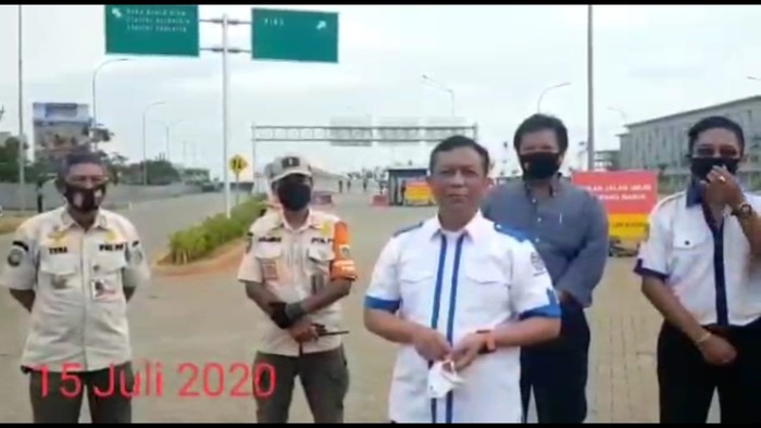 Screenshoot video Manajemen Pengelola PIK 2 (Restu Mahesa pakai baju putih bergaris-garis biru)