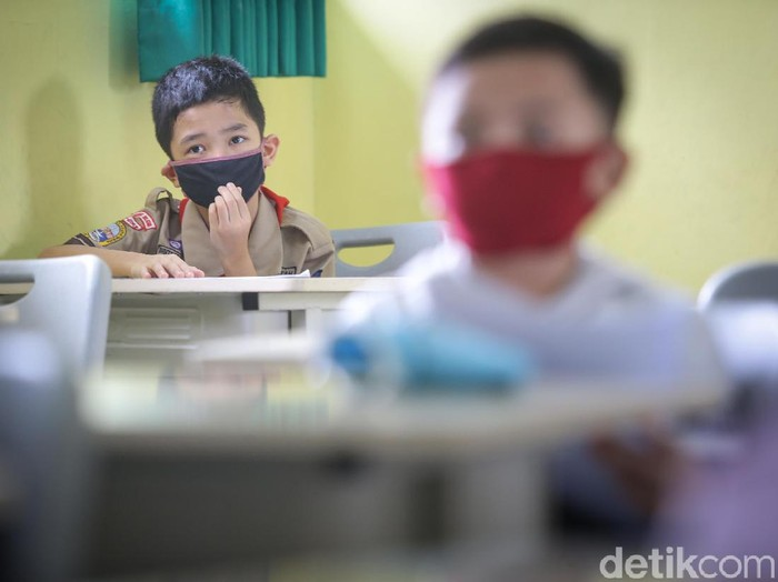 SD Negeri 03 Petukangan, Jakarta Selatan, menggelar tes masuk mutasi siswa atau pindah sekolah. tes ini digelar usai seleksi PPDB.