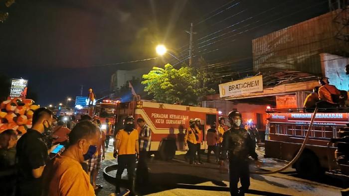 Toko bahan kimia di Jalan Rajiman, Kelurahan Bumi, Laweyan, Solo terbakar, Rabu (15/7/2020).
