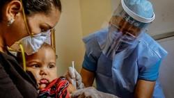 Semangat pantang menyerah terus dilakukan petugas medis di seluruh dunia untuk memastikan imuninasi menjangkau anak-anak di tengah Pandemi.