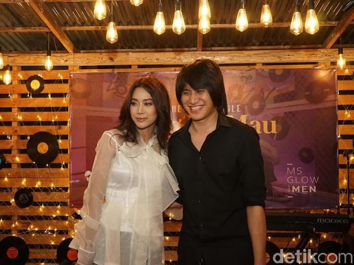Vierratale merilis single terbaru berjudul Yang Ku Mau di Rumah Kece, Lebak Bulus, Jakarta Selatan, Selasa (14/07).