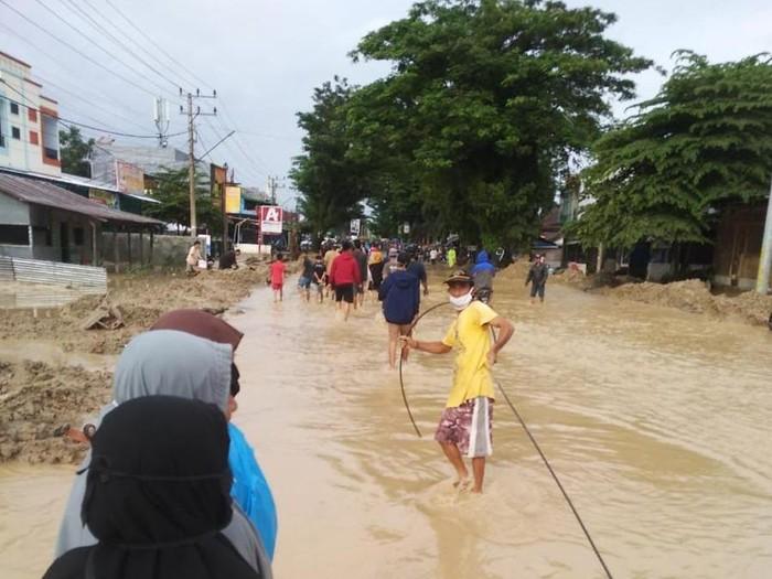 XL Axiata memastikan bahwa saat ini jaringan telekomunikasi miliknya di Kabupaten Luwu Utara, Sulawesi Selatan, tidak ada masalah, meski daerah tersebut dilanda banjir bandang yang terjadi pada Senin malam (13/7).