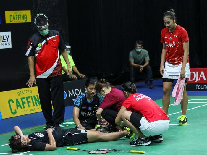 Agatha Imanuela cedera di tengah laga PBSI Home Tournament.