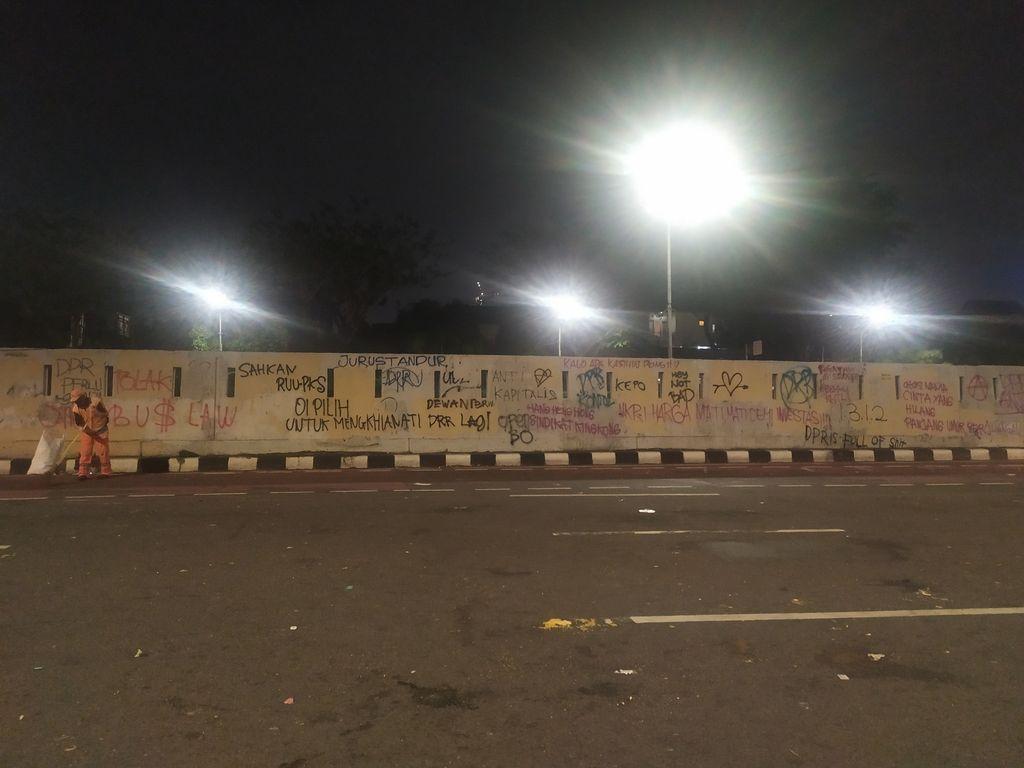 Coretan usai demo di depan Gedung DPR