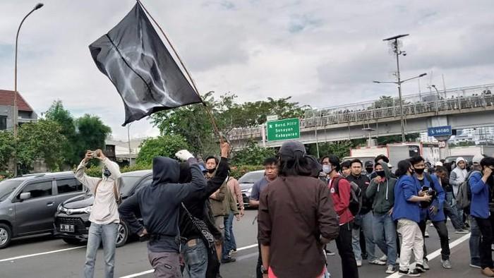 Demo Tolak RUU Ciptaker di depan gedung DPR
