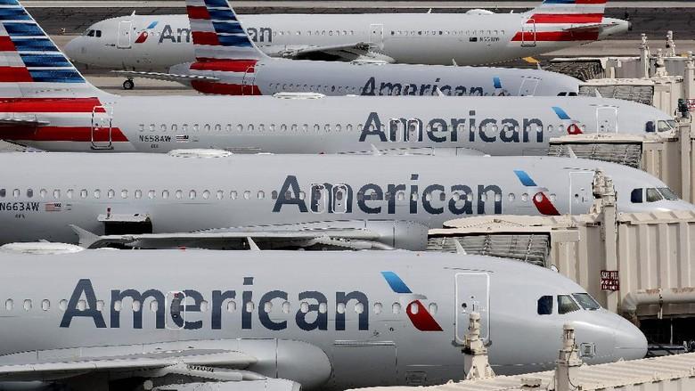 American Airlines berencana melakukan pemutusan hubungan kerja (PHK) 25 ribu karyawannya. Kebijakan ini dilakukan akibat anjloknya permintaan perjalanan karena Corona.
