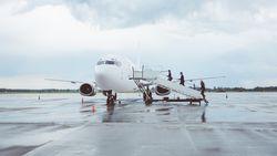 Kesal Pesawat Delay, 3 Perempuan Serang Karyawan Maskapai