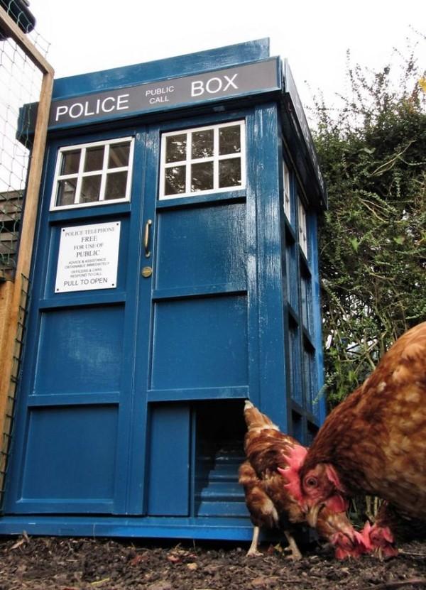 Kandang ayam berdesain kantor polisi. (Bored Panda)