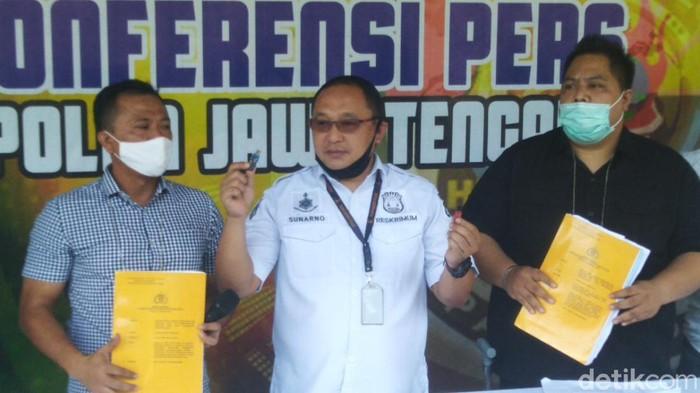 Kasubdit IV Renakta Ditreskrimum Polda Jawa Tengah, AKPB Sunarno (tengah)