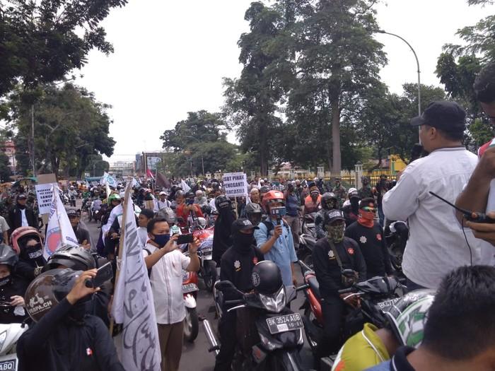 Konvoi massa ganyang komunis di Medan (Datuk Haris Molana-detikcom)