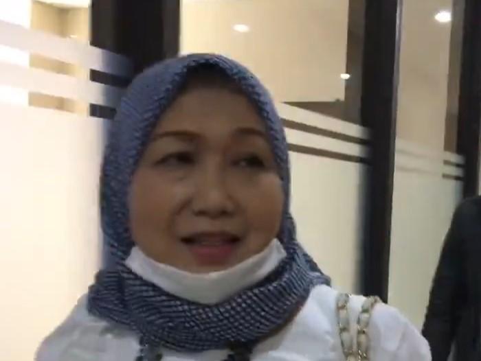 Kuasa Hukum Djoko Tjandra, Anita Dewi Anggraeni Kolopaking, mendatangi Direktorat Tindak Pidana Siber Bareskrim Polri. Anita datang untuk melaporkan foto dan identitas dirinya yang tersebar di media sosial Twitter.