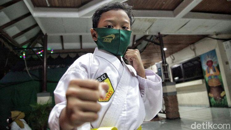 Kembalinya Semangat Anak-anak Berlatih Karate di Era New Normal