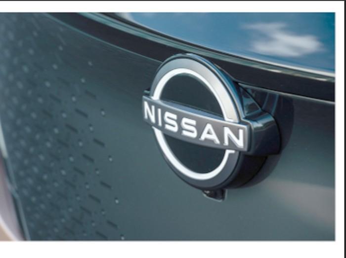 Perbandingan logo Nissan