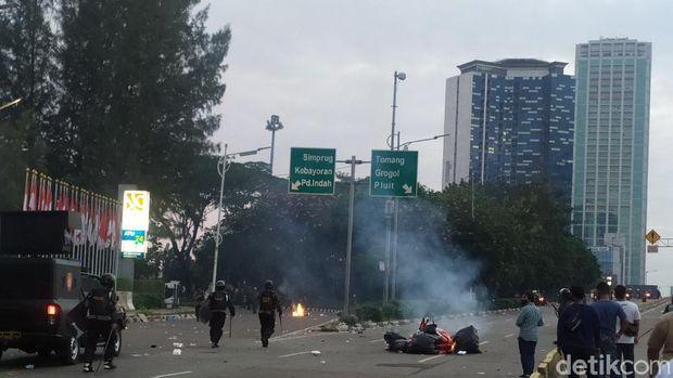 Massa sempat rusuh di sisi Slipi, 16 Juli 2020