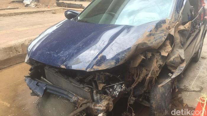 Mobil maut yang dikemudikan perempuan pegawai pemerintahan, merenggut 2 nyawa, di Jaktim. (Ibnu Hariyanto/detikcom)