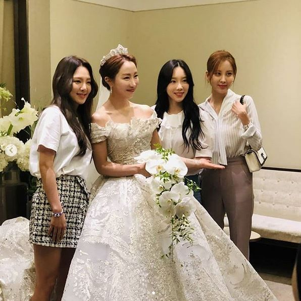 Pernikahan Sunday CSJH The Grace dihadiri artis SM Entertainment