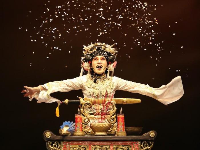 Pertunjukan Teater Koma Opera Ular Putih