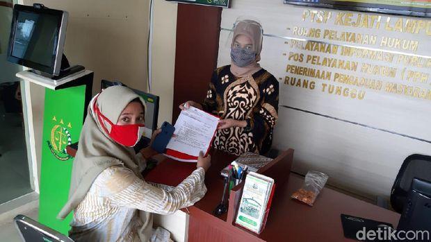 Polda Lampung menyerahkan berkas kasus dugaan pemerkosaan yang dilakukan pekerja P2TP2A Lampung, DA, ke Kejati Lampung (dok. Polda Lampung)