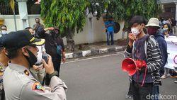 Polisi Bubarkan Aksi Mahasiswa Cirebon Tolak RUU Omnibus Law
