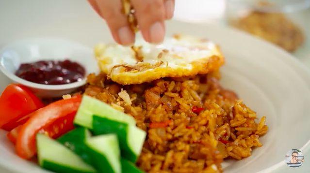 Resep nasi goreng Indonesia yang dibagikan YouTuber luar negeri