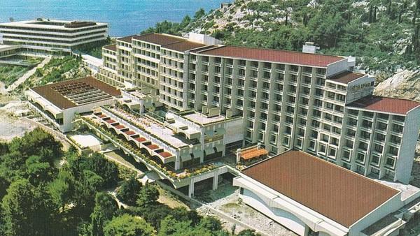 Hotel-hotel tersebut dibangun pada medio tahun 1960-an hingga 1980-an. Dahulu resort tersebut bisa untuk menjamu hingga lebih dari 4.000 orang tamu. (dok. Bozo Benic)