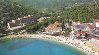 Resort Kupari memang cocok buat liburan. Lokasinya berada di pesisir pantai. Pemandangan indah Laut Adriatik jadi suguhan utama tamu-tamu yang menginap di resort ini. (dok. Bozo Benic)