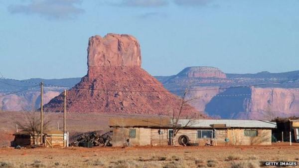 Yang menjadi masalah, keseluruhan Navajo Nation yang merujuk pada tanah suci suku Indian Navajo tengah ditutup akibat COVID-19. Adapun dari pihak Kylie, membantah perihal lokasi pemotretan yang berbeda lokasi(Getty Images)