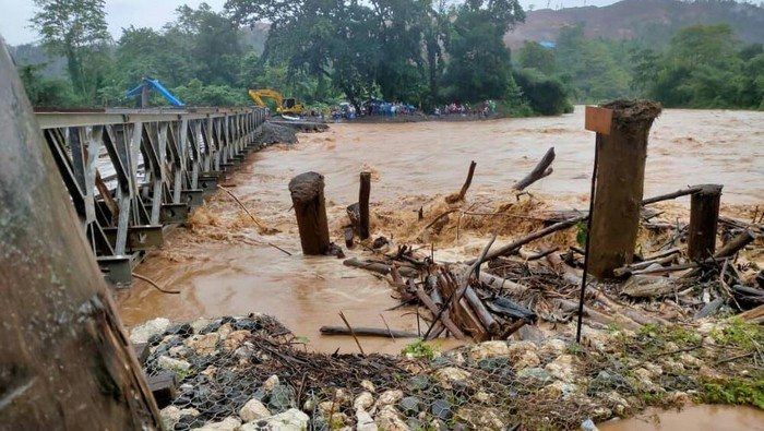 Sungai Dampala di Kabupaten Morowali, Sulawesi Tengah (Sulteng) meluap karena curah hujan yang tinggi.