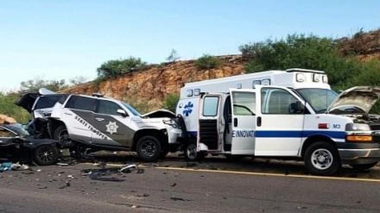 Tesla tabrak ambulans dan mobil polisi dalam mode autopliot