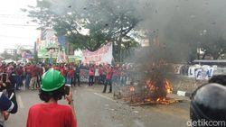 Demo Tolak RUU Ciptaker di Makassar Diwarnai Ricuh, 37 Orang Diamankan