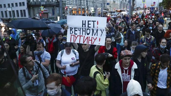 Upaya untuk melanggengkan kekuasaan Presiden Rusia Vladimir Putin hingga tahun 2036 mendapat penolakan dari warga di negara yang berjuluk Beruang Merah tersebut