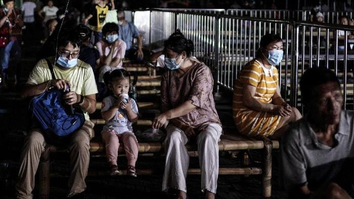 Setengah tahun lalu, di paruhan kedua bulan Januari, pemerintah China untuk pertama kalinya mengumumkan resmi wabah virus corona jenis baru yang menyerang kota Wuhan.