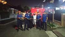 Damkar Evakuasi Sanca 3 Meter yang Ngumpet di Bawah Kasur Warga Tangsel