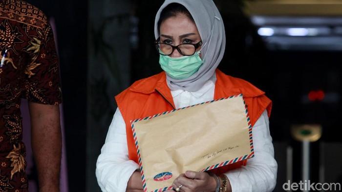 Ketua DPRD Kutai Timur, Encek Unguria, diperiksa KPK. Ia diperiksa terkait kasus korupsi yang menjerat dirinya dan suaminya Bupati Kutai Timur Ismunandar.