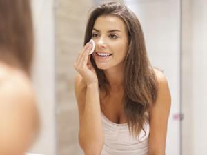 9 Cara Mengecilkan Pori-Pori Wajah dengan Cepat